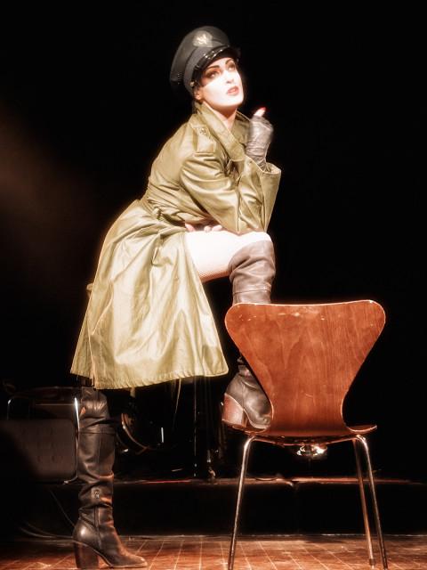 Laura-Desiree-trenchcoat
